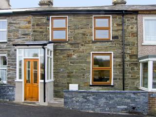 25 TYN Y MAES, family friendly, country holiday cottage, with a garden in Llan Ffestiniog, Ref 4396