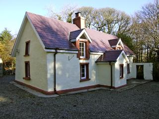 ALDERLANE COTTAGE, family friendly, character holiday cottage, with a garden in Wexford Town, County Wexford, Ref 4410