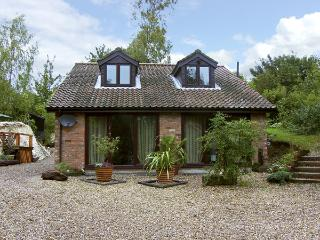 QUARRYSIDE, country holiday cottage, with a garden in Muckton Bottom, Ref 4308