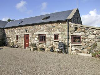 THE BARN, pet friendly, character holiday cottage in Carrick, County Wexford, Ref 4430