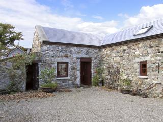 THE STABLE, pet friendly, character holiday cottage in Carrick, County Wexford, Ref 4429, Kilcar
