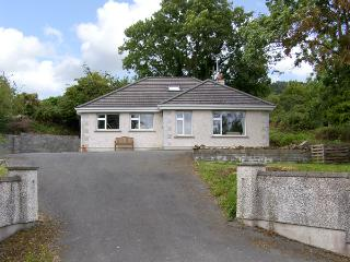 THE OLD SCHOOL HOUSE, family friendly, with a garden in Gorey, County Wexford