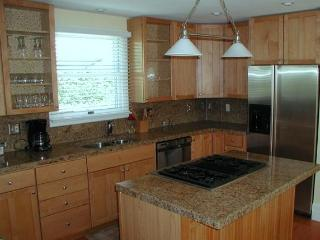 Gorgeous kitchen, granite counters, stainless appliances