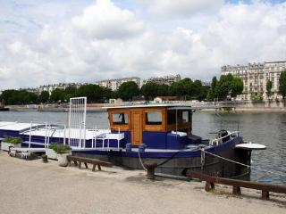 Charming Houseaboat in Paris for two - #466