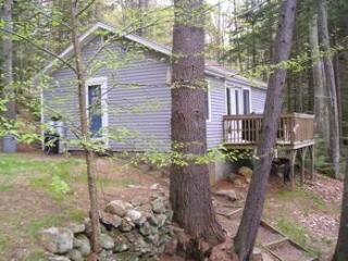 PROVENCE | SECLUDED TWO-BEDROOM COTTAGE | WOODED SETTING | PET FRIENDLY| ASSOCIATION DOCK & FLOAT, Boothbay