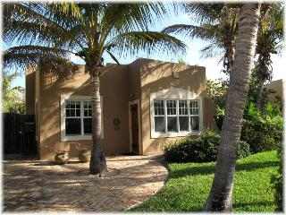 Casa Coco - Romantic Spanish Mission Pool Home, West Palm Beach