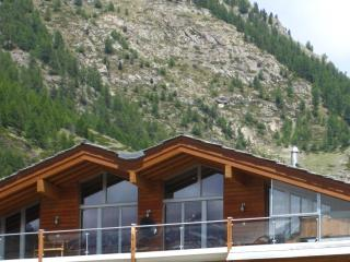 The Zermatt Lodge Mountain Exposure - Large Penthouse, Matterhorn View, Sauna
