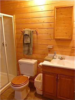 Mountain View Cabin bathroom with tile floor.