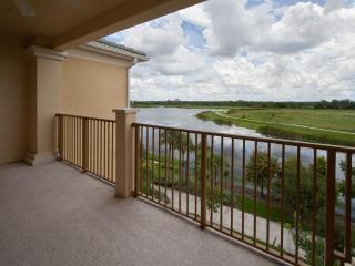 Beautiful Luxury Lakeside Penthouse Vista Cay