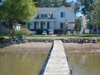 Quaint Cottage on Wamplers Lake (Eastern Shore)