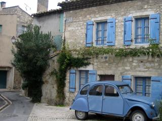 The Doll House - Charming 1 Bedroom St Remy de Provence Vacation Home, St-Rémy-de-Provence