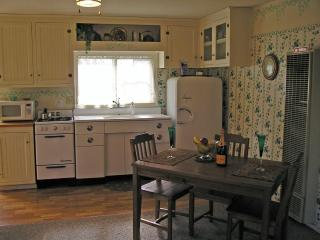 Full vintage kitchen for 'eating in'