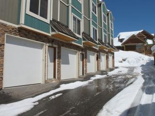 Idyllic House with 2 BR, 2 BA in Big White (#25 - 5015 Snowbird Way WHTAIL25)
