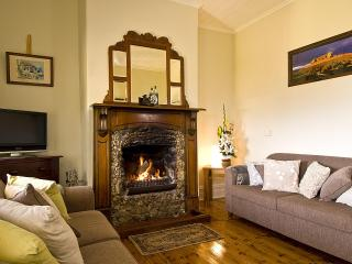 Charlie Bates Cottage, Ocean Views, Open Fireplace, Penneshaw
