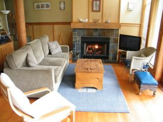Tofino Waves Vacation Home on Chesterman Beach MONTHLY RENTAL