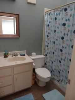 Upstairs - En Suite Bathroom off of Queen/Twin Bedroom
