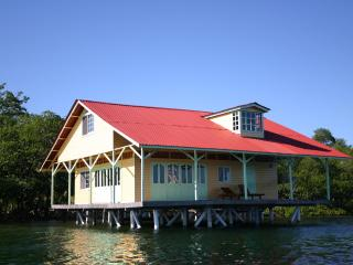 UNBELIEVABLE HOUSE OVER THE WATER!, Isla Colón