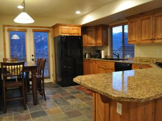 Nicest in Moosehollow. Sleeps 11. Gorgeous Views. Full Kitchen. Mins to slopes.