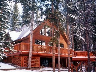Magical Mountain Retreat - 2 bedroom + Loft, Breckenridge