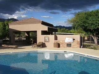 2nd floor 1 bedrm/den with private patio and Stunning Mountain Views!, Tucson
