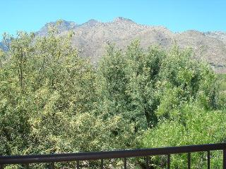 Second Floor condo with Mountain Views, Tucson