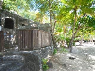 Moonhole Beach House - Bequia