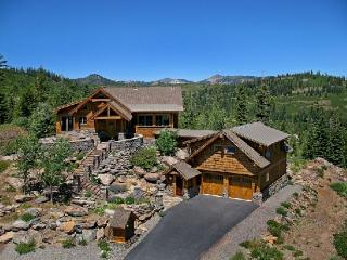 Glacier Luxury Lodge 360 Views
