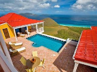 Sunny Side Up - Hillside villa offers breathtaking island & sea views, pool & fun, Belmont