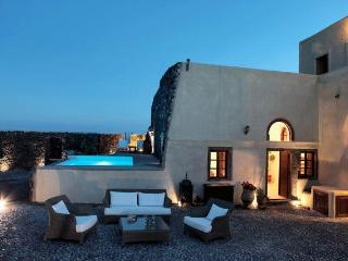 Mansion Kyani-Santorini-Private Pool & Car, Megalochori