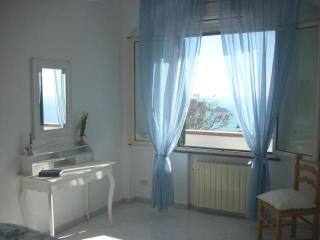 Casa Robby  B - with panoramic seaview- terrace, WIFI, aircondition, Praiano
