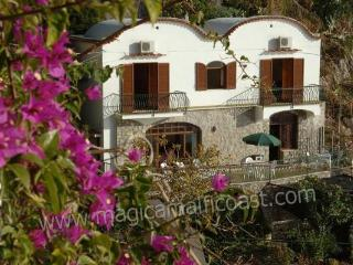 Villa Vittoria - right above the sea, Praiano