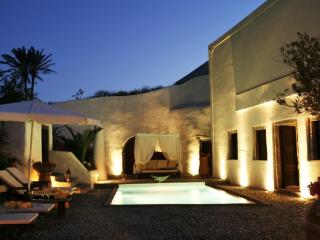 Mansion Sophia in Santorini- Car & Private Transfer included, Megalochori