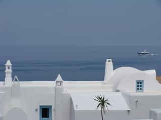 Tramountana Villa, sea view, private pool &jacuzzi, Santorini