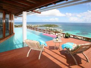 Ideal for Couples & Families, Short Drive to Dawn Beach & Restaurants, Private Pool, Philipsburg