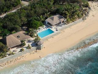 BLUE BEACH VILLA... comfortable villa on a fantastic soft, white sand beach!, St-Martin/St Maarten
