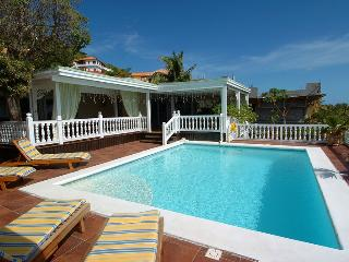 Villa Sapphire - Ideal for Couples and Families, Beautiful Pool and Beach