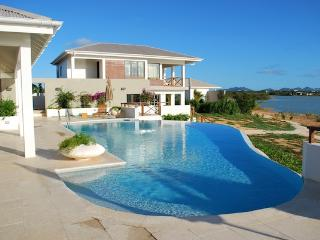 Songbird Villa - Ideal for Couples and Families, Beautiful Pool and Beach, Rendezvous Bay