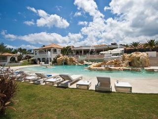 SandyLine Villa, Terres Basses
