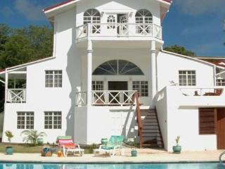 Date House - Ideal for Couples and Families, Beautiful Pool and Beach