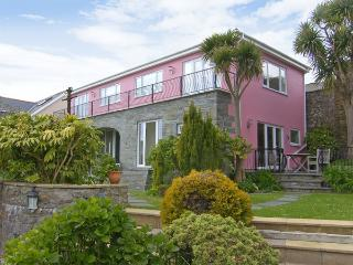 THE ORANGERY, family friendly, with a garden in Tenby, Ref 3960