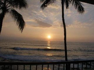 Sunsets & Surfers - Kona Reef Ocean Front Unit