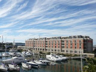 Waterfront Cape Town, Exquisite Marina Apartment, Kaapstad (centrum)