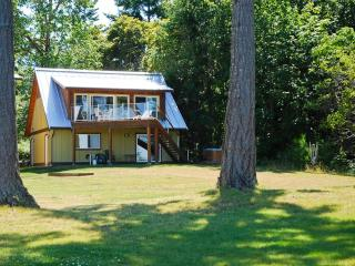 Buckley Bay Beach House, Vancouver Island, BC., Courtenay