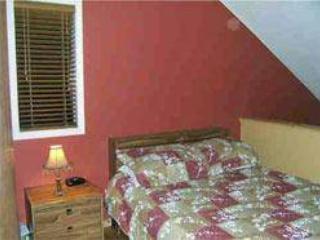 Bedroom. 1 Queen bed.