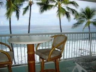 KMS313  TOP FLOOR DIRECT OCEANFRONT!!! Wifi in condo! Gorgeous!, Kailua-Kona