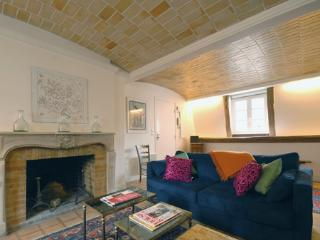 17th Century Maison - Central Marais sleeps 6, París