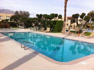 Sunny Palm Springs Desert Getaway - 3 Bed/2 Bath