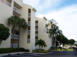 Beautiful 2br condo one block from beach, Marco Island