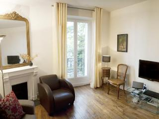 Serene Caulaincourt - Romantic Paris rental, Parijs