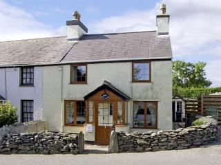 BRYN GOLEU, pet friendly, character holiday cottage, with a garden in Llanfaethlu, Ref 4274